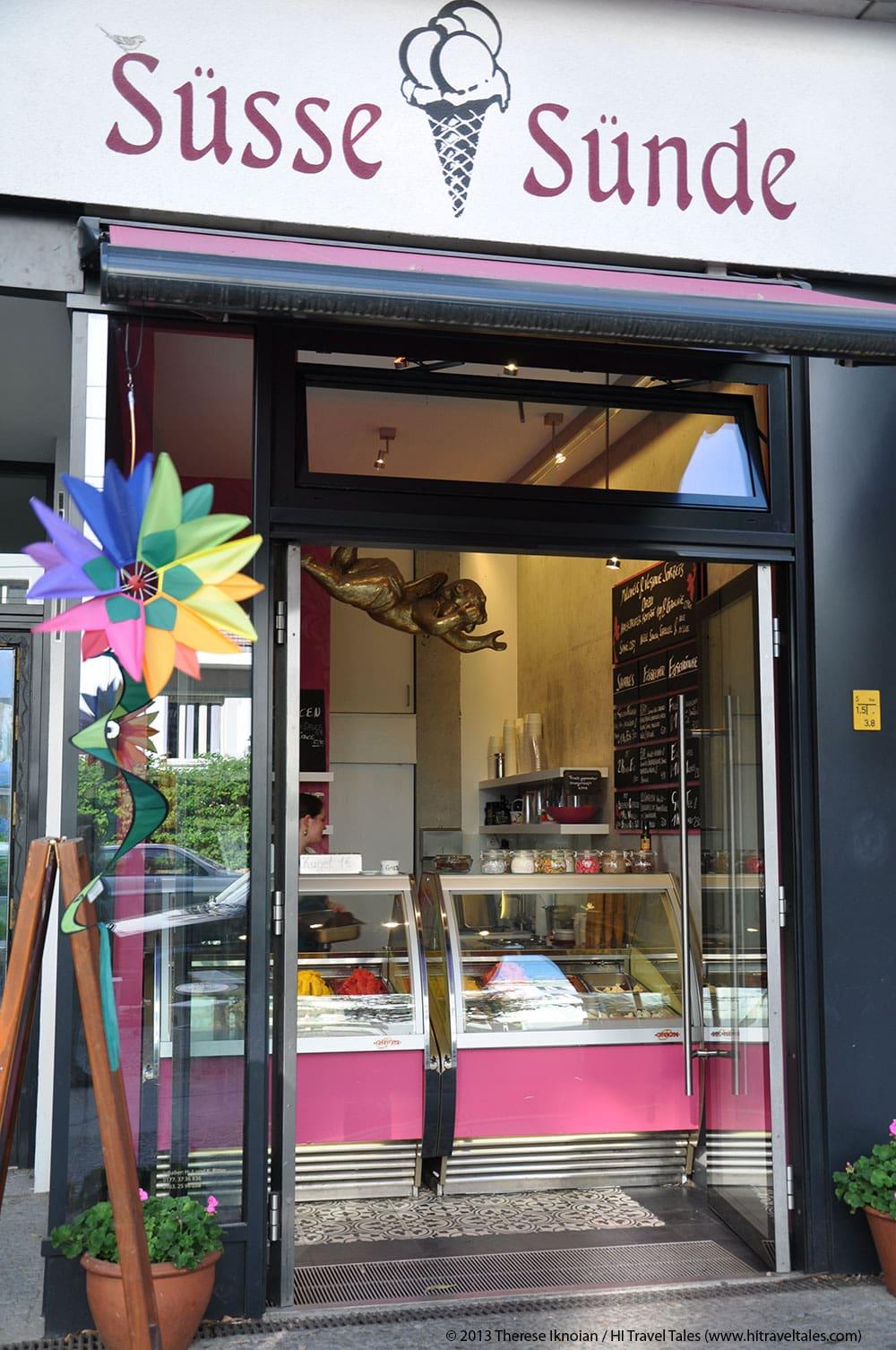 Süsse Sünde (Sweet Sins) walk-up ice cream counter