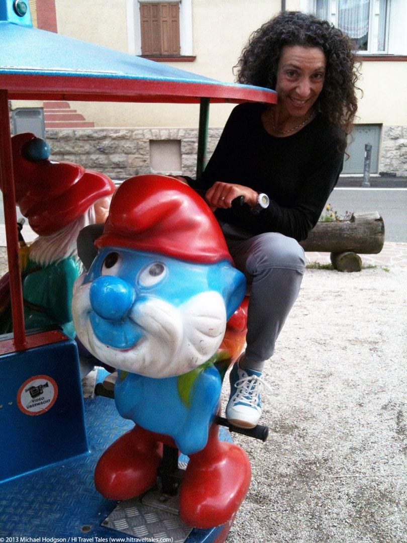 fun and funny photos Therese riding dwarfs on a kids ride.