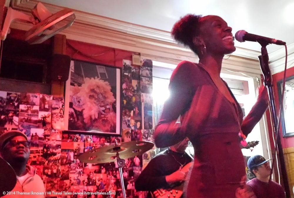 Noya Jones has a voice like velvet and a smile that lights up a room ... and yes, we were this close at Bullet's Sports Bar.