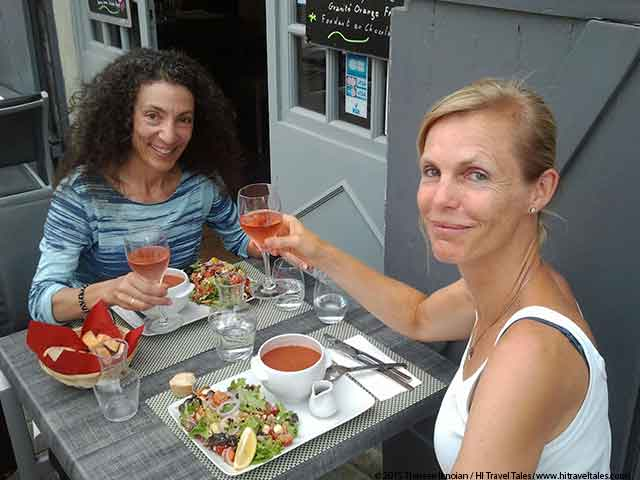 Loire Valley Concerts enjoying a delicious meal