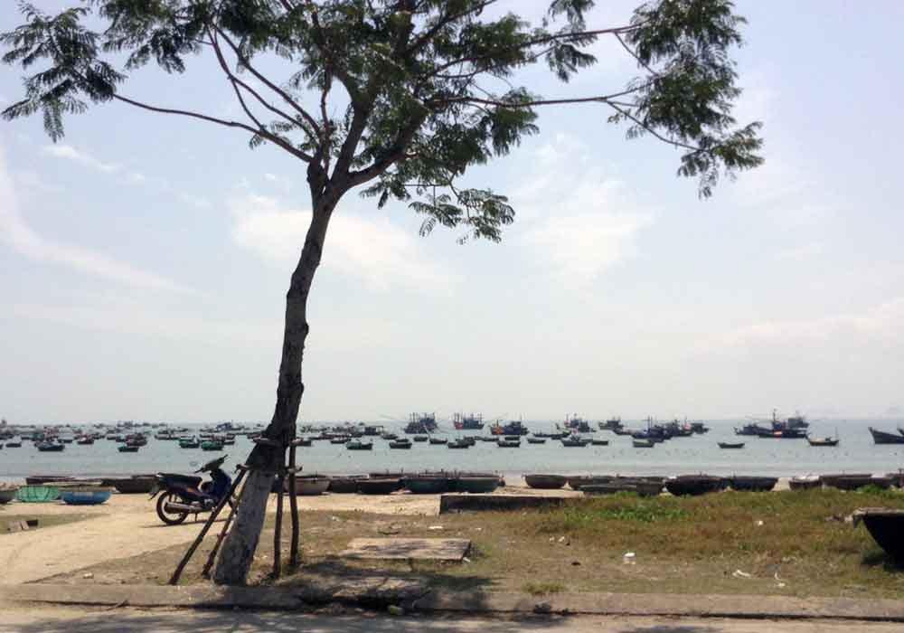 Danang boats in Chan May.