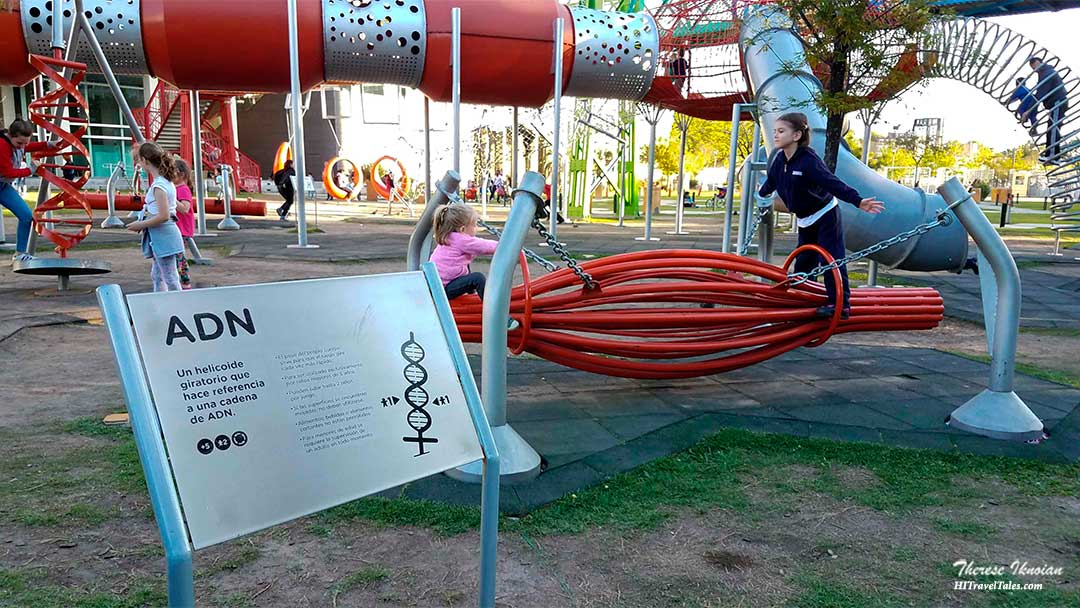 Kids playing on DNA at the Science Park in Buenos Aires.