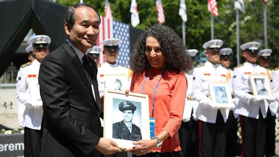 Receiving a plaque with Ara's photo at a ceremony in South Korea