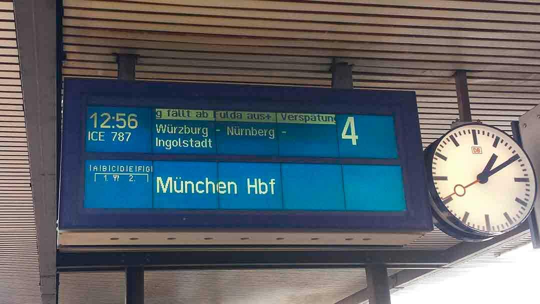 Bahn platform sign.