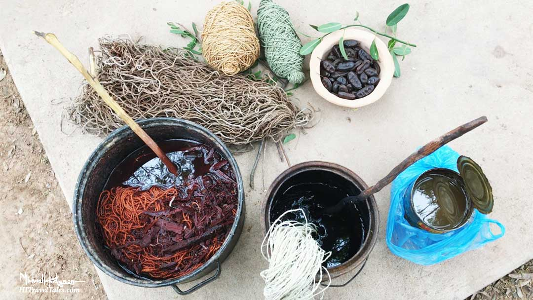 Dyes from natural sources for making Wichi products.