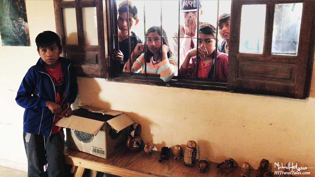 Qom children peek in window at Fortin Lavalle artisan center.