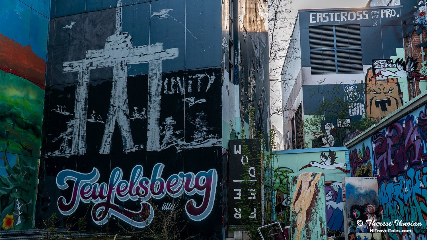 Teufelsberg painted on a wall behind the complex.