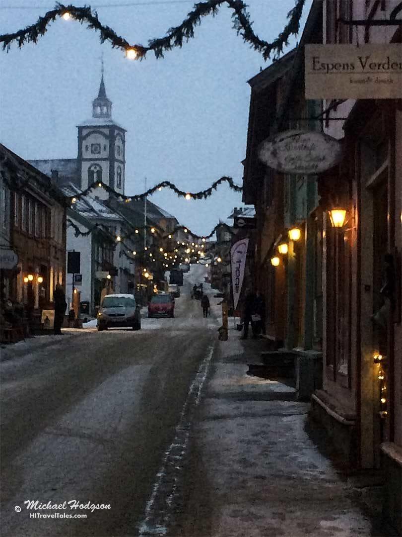 Roros streets at night.