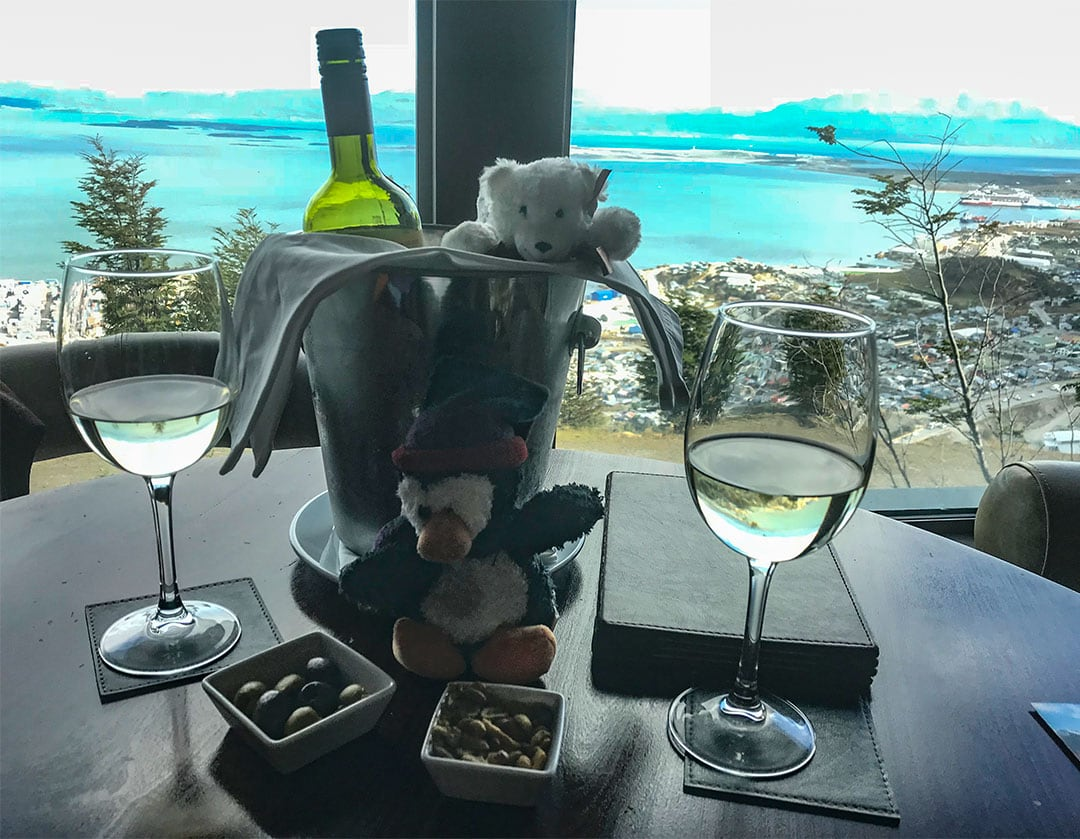 Pingo and Olaf enjoy the wine and munchies in the bar with a view at the Arakur Resort
