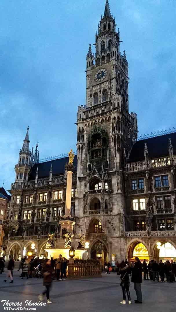 Marienplatz Glockenspiel in Munich