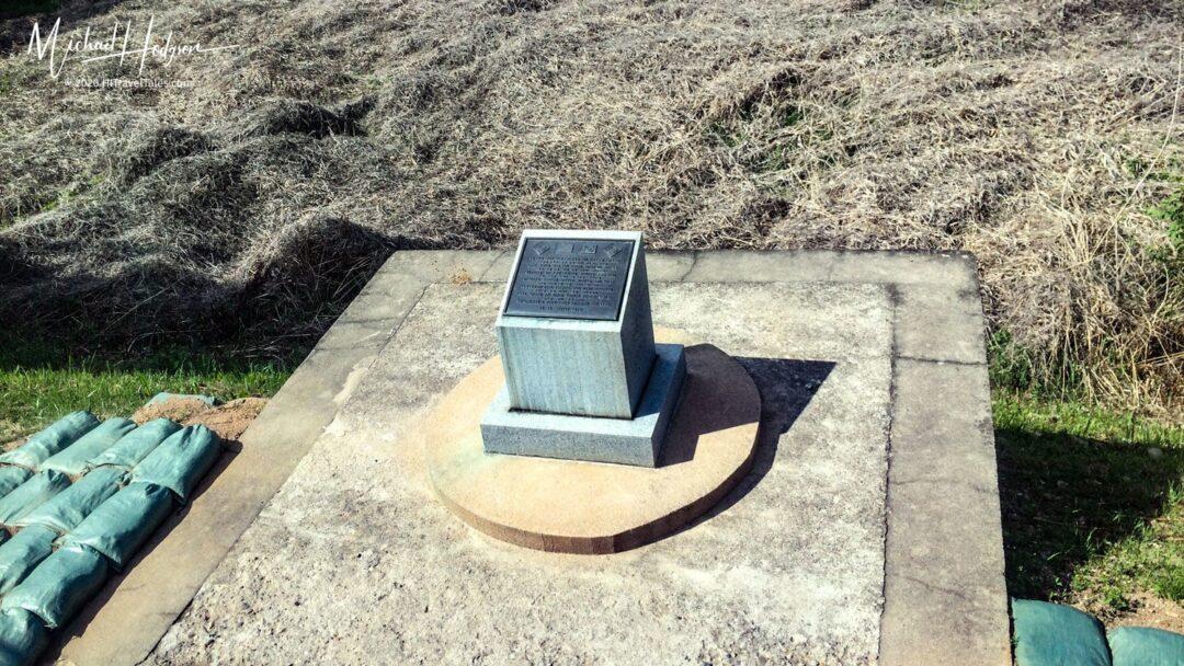 Dmz Tour Korea Memorial Two Fallen Soldiers