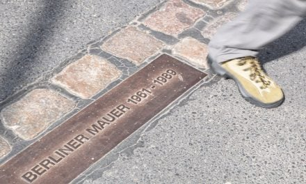 Walking the Berlin Wall by following the bricks