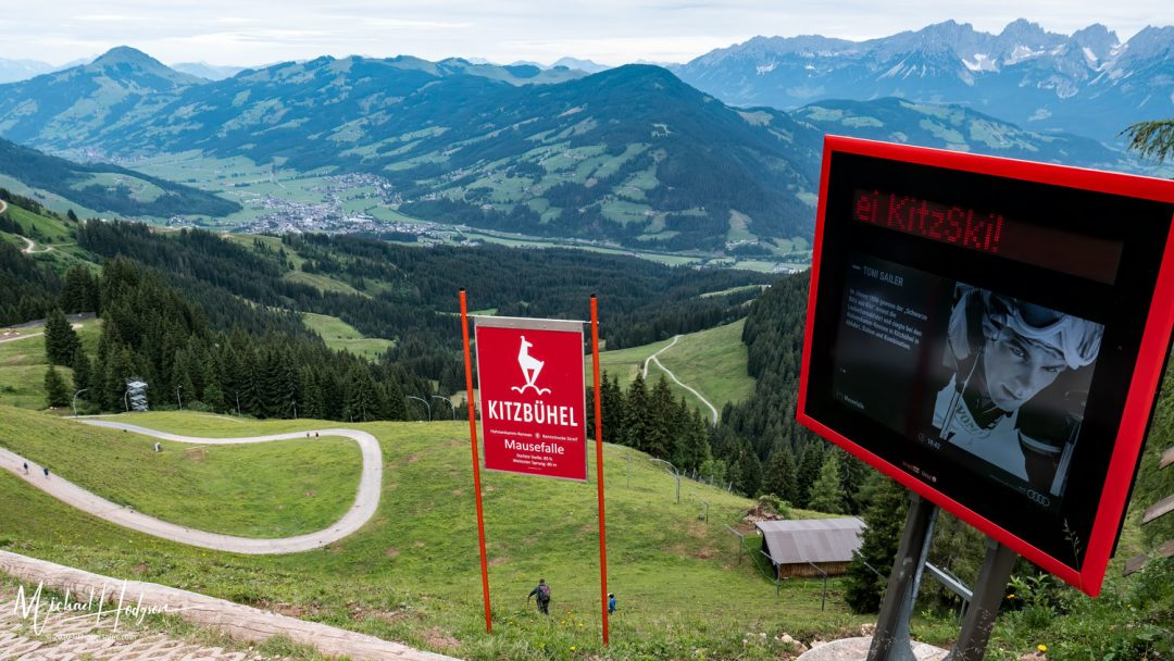 Hiking The Streif Mausefalle LCD Screen View