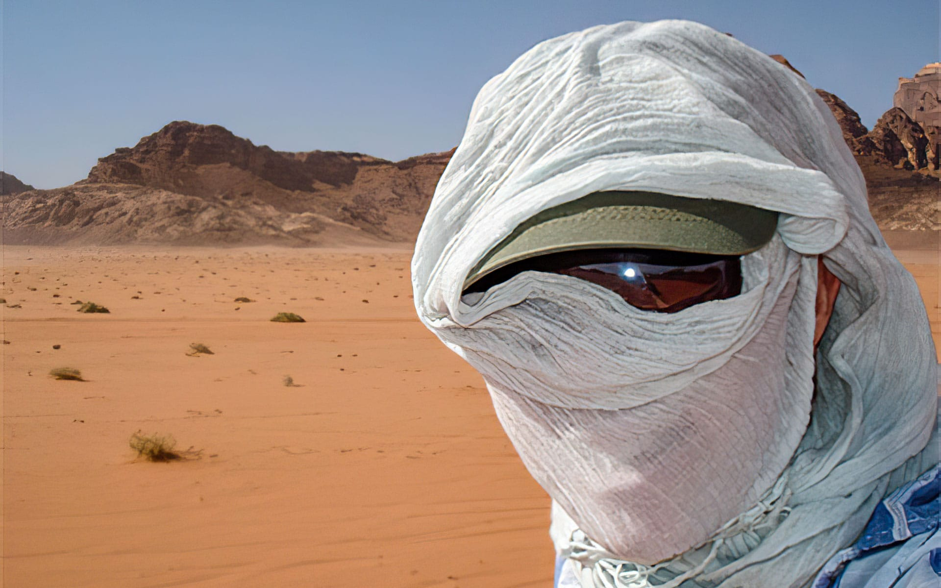 Nikki Hodgson showing how to blend in when traveling in Jordan