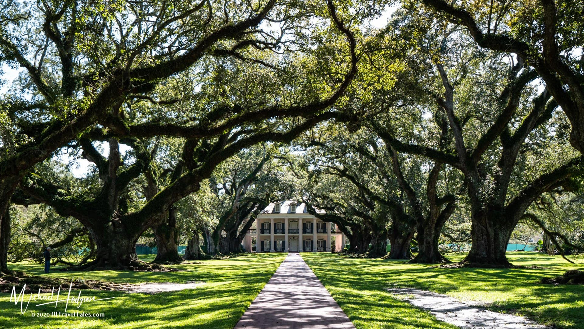 Oak Alley Plantation Oaks And Mansion Entrance In New Orleans Plantation Country