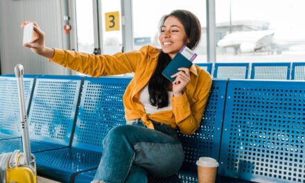 Travel safe: 10 things you should NEVER do while traveling!