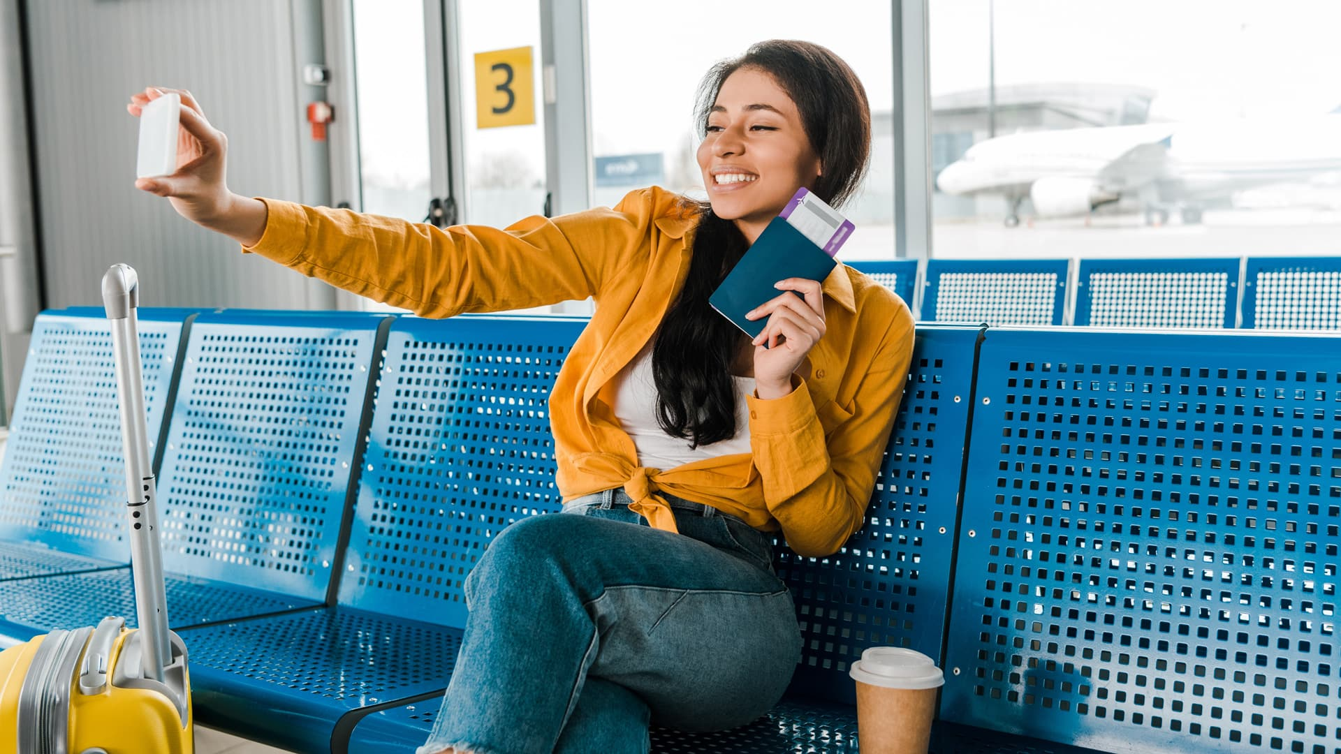 Ten Things You Should Never Do While Traveling Selfie